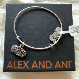 NWT Alex and Ani Queen's Crown Charm Bangle